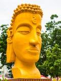 La tête de Bouddha dans le festival de bougie prêté Image libre de droits