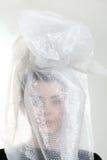 La tête de la fille dans un sachet en plastique Image libre de droits