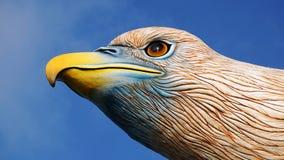 La tête de la vue de côté de fron de statue d'aigle Photos libres de droits
