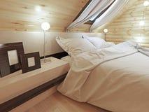 La tête de lit du lit avec une table de chevet avec des photos Images libres de droits