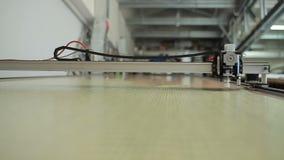 La tête des rotations de découpeuse de laser banque de vidéos