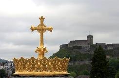 La tête dorée de la basilique de Lourdes Image stock