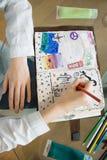 La Tabella con gli elementi per scrapbooking handcraft Fotografia Stock Libera da Diritti