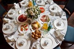 La tabella del ristorante è servito per un banchetto Immagine Stock