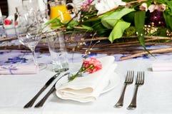 La tabella di approvvigionamento ha impostato con i fiori Fotografia Stock