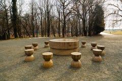 La Tabella di silenzio è uno dei tre pezzi di Targu Jiu Monumen Immagine Stock