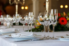 La tabla de la porción se preparó para el partido o la boda del evento Imagenes de archivo