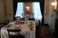 La tabla del comedor fijó para el Día de Acción de Gracias, Strawbery Banke, New Hampshire, 2017 Fotografía de archivo