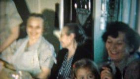 1951: La tabla del desierto después de la cena con café y té NEWARK, NEW JERSEY almacen de metraje de vídeo