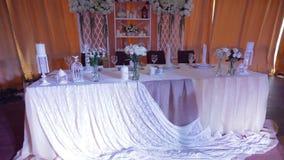 La tabla del novio y de la novia sirvió para una cena de boda metrajes