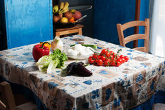 La table dans la cuisine Photos stock