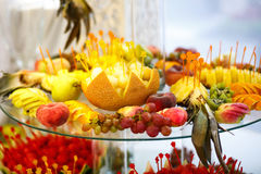 La table de banquet avec des fruits Photographie stock