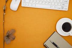 La table de bureau du lieu de travail d'affaires et des affaires objecte Images libres de droits