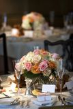 La table dinante a placé pour un mariage ou un événement de corporation Photographie stock libre de droits
