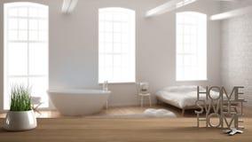 La table en bois, le bureau ou l'étagère avec l'usine mise en pot d'herbe, les clés de maison et le 3D marque avec des lettres fa Photo stock
