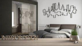 La table en bois, le bureau ou l'étagère avec l'usine mise en pot d'herbe, les clés de maison et le 3D marque avec des lettres fa Photo libre de droits
