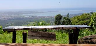 La table et la vue photos stock