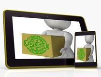 La tableta de la logística significa el embalaje y los productos de la entrega Imágenes de archivo libres de regalías