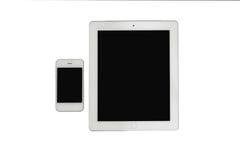 La tableta y el smartphone se aísla en transparente Fotografía de archivo