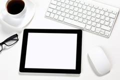 La tablette est dans le bureau d'un homme d'affaires Photos libres de droits