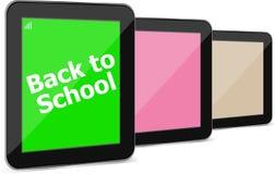 La tablette a placé avec le dack au mot d'école là-dessus, d'isolement sur le blanc Photographie stock