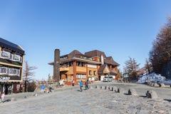 La tache de touristes de 5ème étage à la base de la montagne au mont Fuji Photos libres de droits