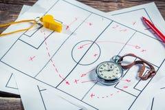 La tactique de formation du football sur le bureau d'école Photo libre de droits