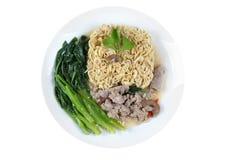 La tagliatella istantanea di Yakisoba ha completato la minestra del cavolo con carne di maiale Fotografia Stock