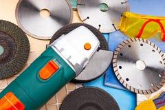 La tagliatrice ed i vari dischi staccabili Fotografia Stock