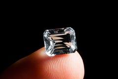 La taglierina dimostra il diamante della pietra preziosa Fotografie Stock