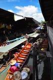 La Tailandia è un mercato molto popolare e da turisti, di galleggiamento di canali navigabili a Bangkok fotografia stock libera da diritti