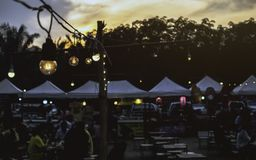 La Tailandia al maket di notte di noi di saphan di colpo su 26/04/2019 i peoplels è di andare al mercato all'aperto di notte godo fotografie stock libere da diritti