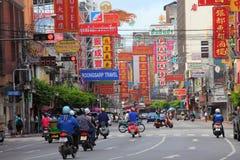 LA TAILANDIA, BANGKOK - 28 OTTOBRE: Strada di Yaowarat, la via principale in Cina Immagine Stock
