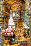La Tailandia Bankok San Phra Phrom, lustro di Erawan, 4 fronti Buddha, 4 ha affrontato Buddha, pregante Immagine Stock Libera da Diritti