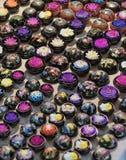 La Tailandia, Chiang Mai, insapona la mano perfezionamento con il vari Immagini Stock