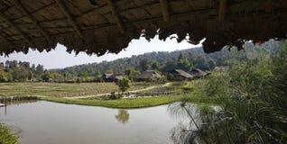La Tailandia, Chiang Mai, villaggio lungo del collo di Karen Immagine Stock