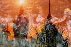 La Tailandia la cultura di storia di Khon Ramayana di doppia esposizione fotografia stock libera da diritti