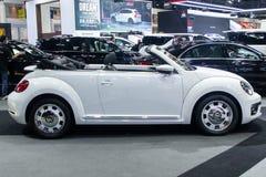 La Tailandia - dicembre 2018: Automobile bianca di colore di Volkswagen Beetle presentata nell'Expo Nonthaburi Tailandia del moto fotografie stock