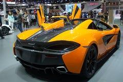 La Tailandia - dicembre 2018: fine sulla retrovisione dell'automobile sportiva eccellente di McLaren 720S presentata nell'Expo No immagini stock libere da diritti