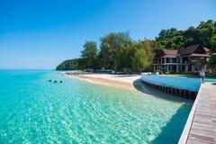 La Tailandia, il 16 giugno 2017:: Spiaggia dell'isola di Mai Ton bella in Phuk Immagine Stock Libera da Diritti