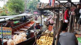 La Tailandia - mercato di galleggiamento stock footage