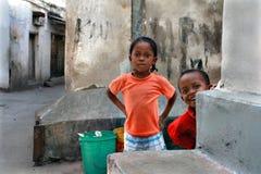 La Tanzanie, Zanzibar, ville en pierre, jeu d'enfants Photographie stock