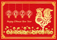 La tarjeta china feliz del Año Nuevo 2017 es número de año en linternas, dinero del oro del pollo del oro y felicidad china del m ilustración del vector