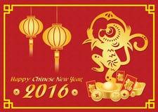 La tarjeta china feliz del Año Nuevo 2016 es linternas, mono del oro que sostiene el melocotón y dinero y felicidad china del med Foto de archivo libre de regalías