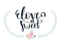 La tarjeta con amor de las letras de la caligrafía es dulce y fresas Ilustración del vector Libre Illustration