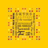 La tarjeta de felicitación colorida de la Navidad escrita en varias idiomas le gusta el fondo chino, amarillo libre illustration