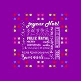 La tarjeta de felicitación colorida de la Navidad escrita en varias idiomas le gusta el fondo francés, púrpura stock de ilustración