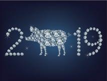 La tarjeta de felicitación creativa de la Feliz Año Nuevo 2019 con el cerdo compuso muchos diamantes stock de ilustración