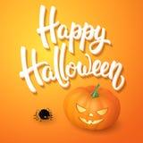La tarjeta de felicitación de Halloween con la calabaza, la araña enojada y 3d cepillan las letras en fondo anaranjado Decoración Foto de archivo libre de regalías