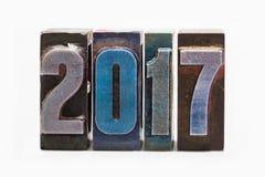 La tarjeta 2017 de felicitación de la Feliz Año Nuevo con prensa de copiar retra colorida mecanografía Elemento creativo del dise Foto de archivo
